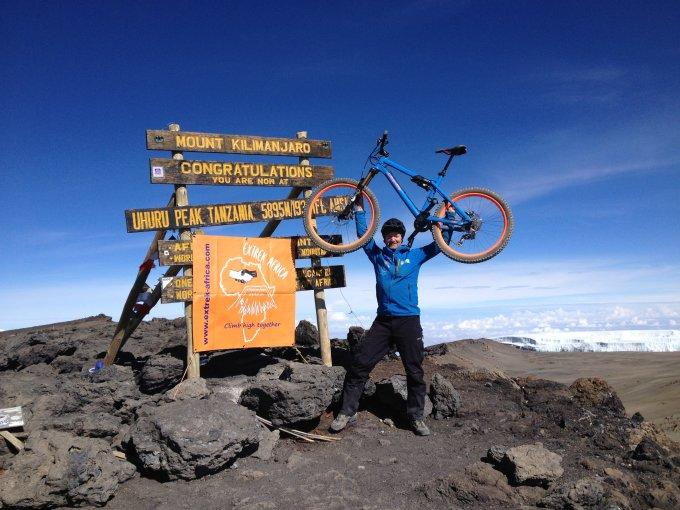 Uhuru Peak mit dem MTB - 2. Nov 2016 (1. German)
